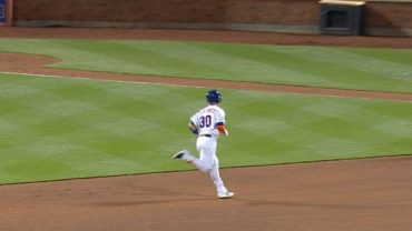 Conforto-mashes-solo-homer-to-right-center-attachment