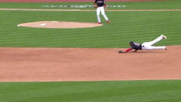 Diaz-makes-a-diving-catch-to-save-a-run-attachment