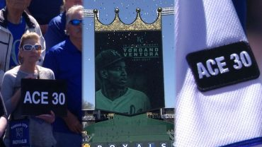 OAK@KC-Royals-honor-late-Ventura-in-home-opener-attachment