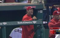 CIN@STL-Molina-throws-Suarez-out-on-a-heads-up-play-attachment