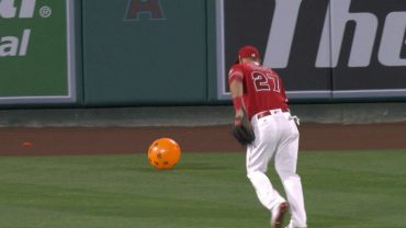 SEA@LAA-Mike-Trout-turns-to-pop-balloon-is-too-late-attachment