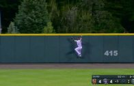 Blackmon-crashes-into-wall-for-terrific-snag-attachment