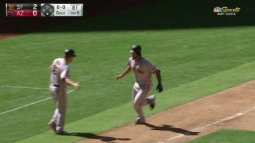 Bumgarner-helps-own-cause-belts-solo-homer-attachment