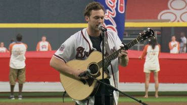 SD@ATL-Phillip-Phillips-performs-national-anthem-attachment
